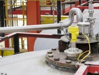 通过适当的适配器,雷达液位计的螺纹版本可以适用于例如夹紧连接